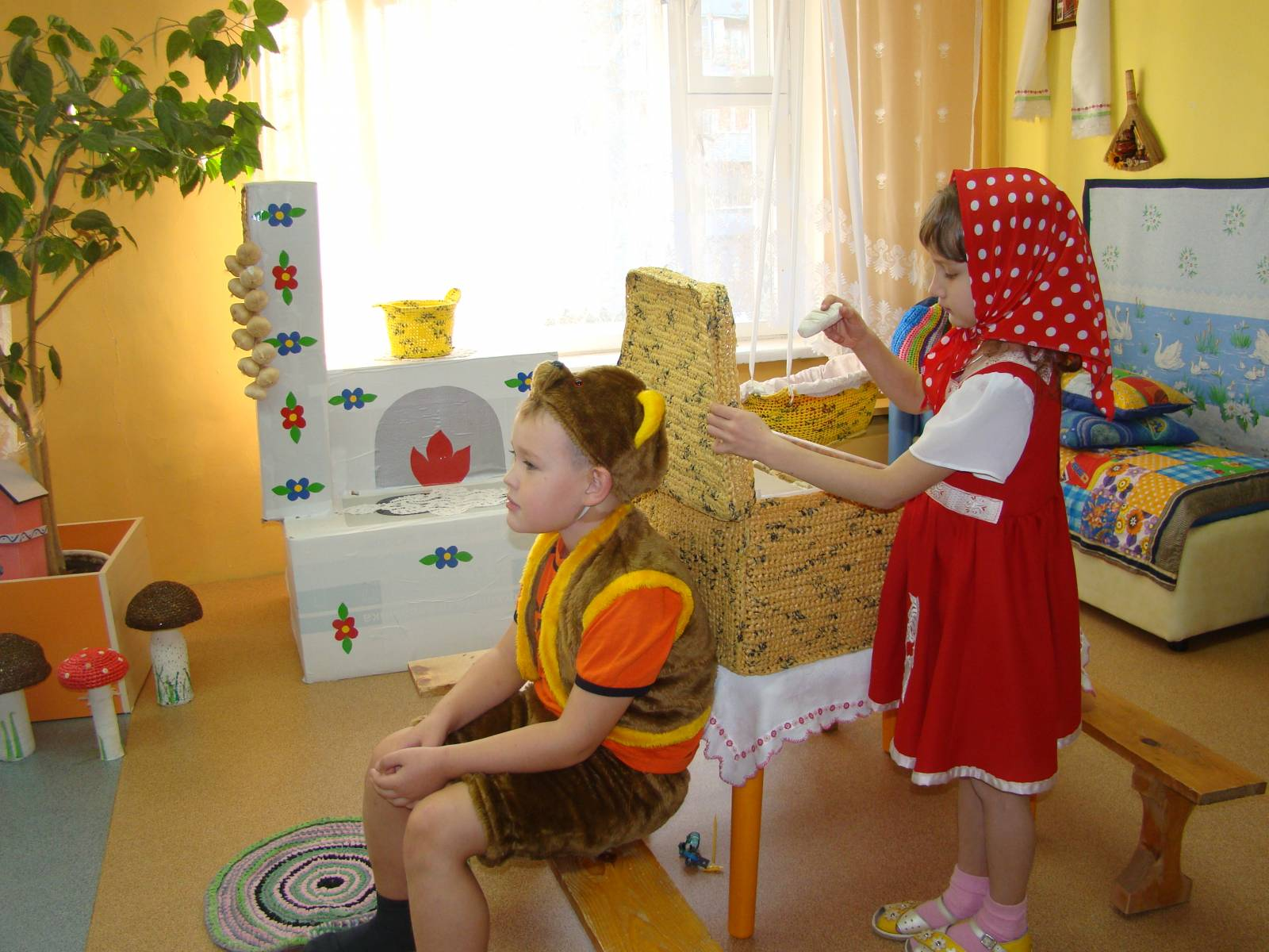 Уголок ряжения в детском саду: оформление своими руками, фото 11